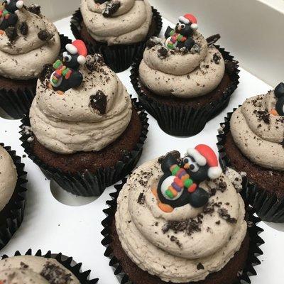 Luxury Christmas - Penguin Cupcakes  - Minimum order 12 Cupcakes