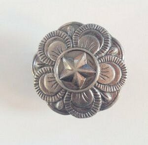 Rosettes - Star on floral, pewter tone