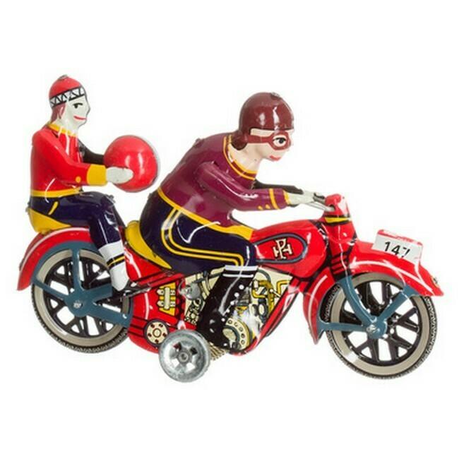 Motorfiets, dame met bal