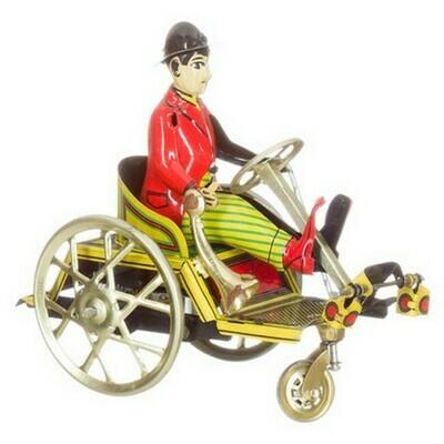 Man op driewieler met toeter