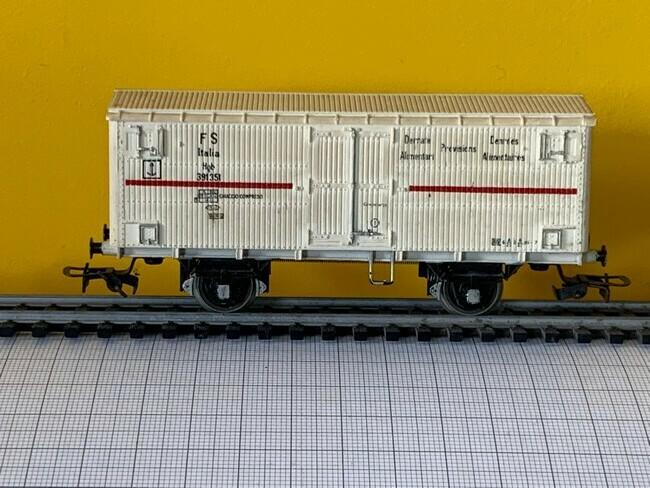 Lima  -  Gesloten vrachtwagon FS Italia