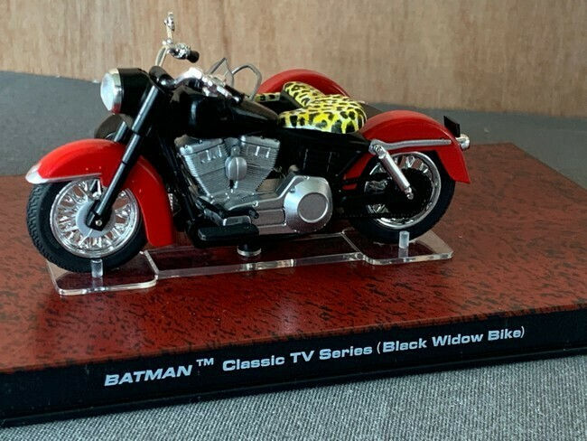 Batman  -  batmotor Black Widow