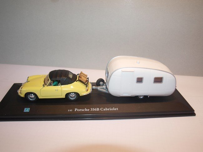 Porsche 356B met caravan