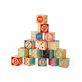 16 houten blokken met alfabet