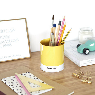 Pen holder pantone geel