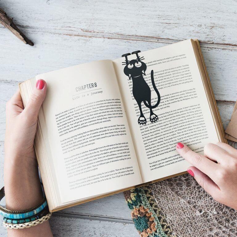 Bookmark curious cat