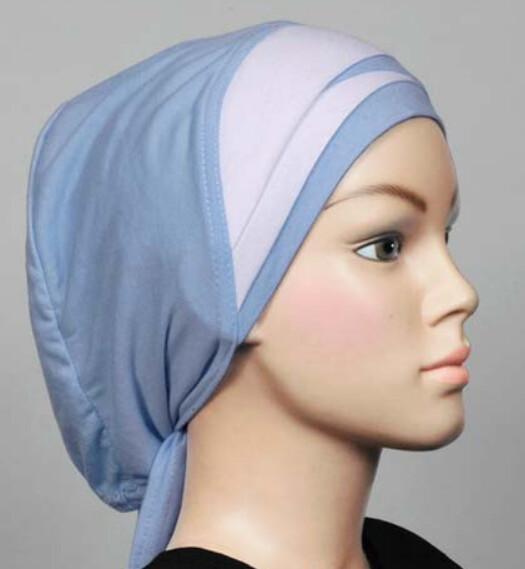 Bonnet hellblau-weiss / Bonnet bleu clair-blanc / Cap light blue-white