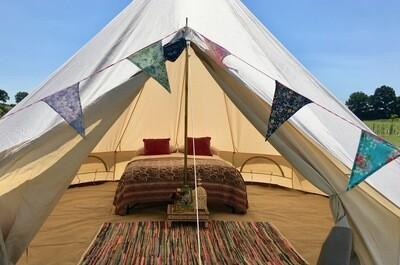 Ultra Glamper - Furnished double or twin (includes £50.00 refundable deposit) CHILLED IN A FIELD