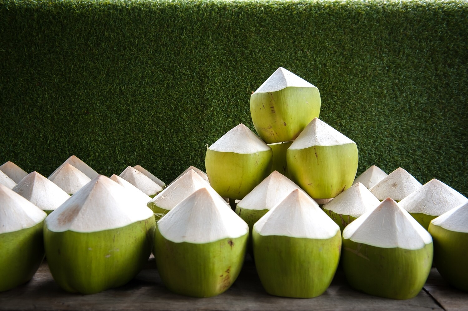 Peeled Coconut - Green, Young, Organic - 4 Nuts