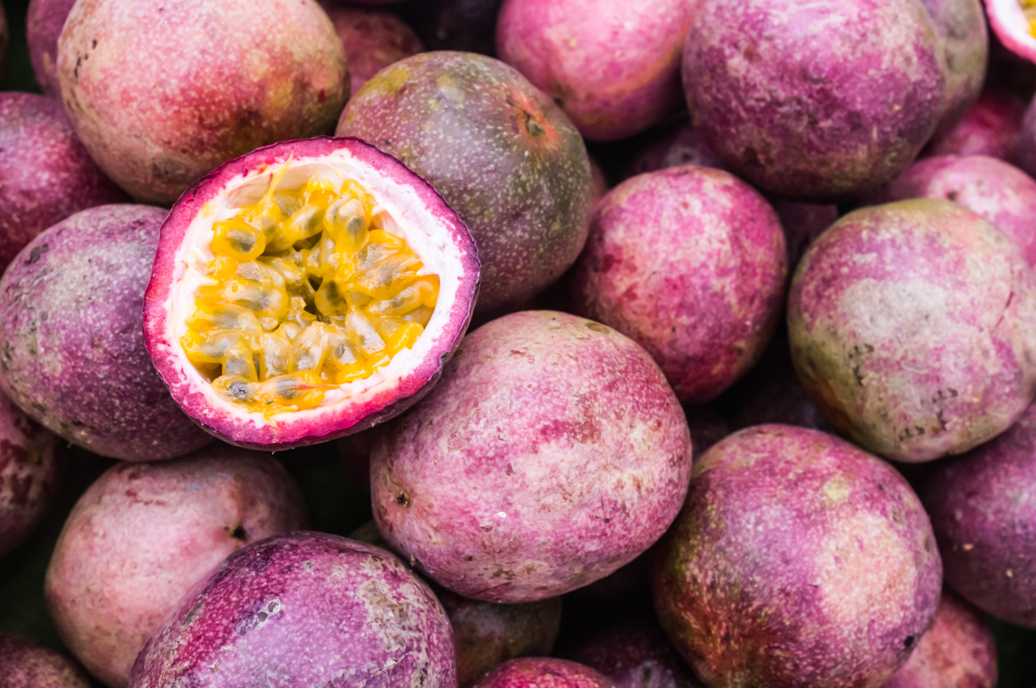 Red Passion Fruit - 8 plump fruits (or Equivalent 2lbs) box - Fresh - Aromatic & Flavorful - Florida Grown, Seasonal, Tropical