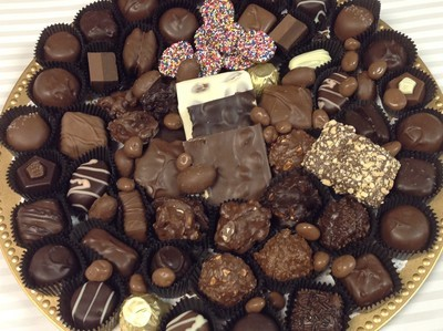 3 lb. Round Party Tray. Milk and Dark. Wrapped with Bow. PICK UP OR DELIVERY ONLY IN MERCER COUNTY, NJ
