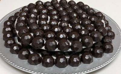 Milk or Dark Chocolate Diamond Chocolates