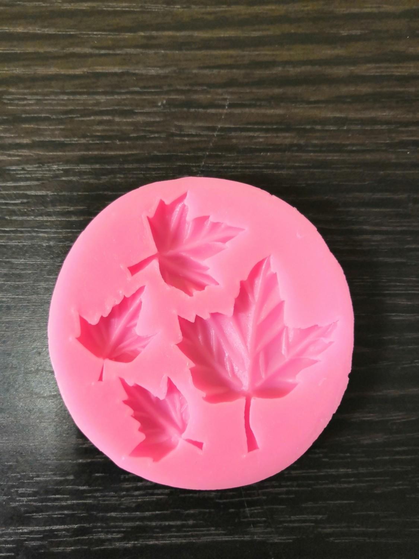 Силиконовый молд Лист кленовый 6,5*1 см
