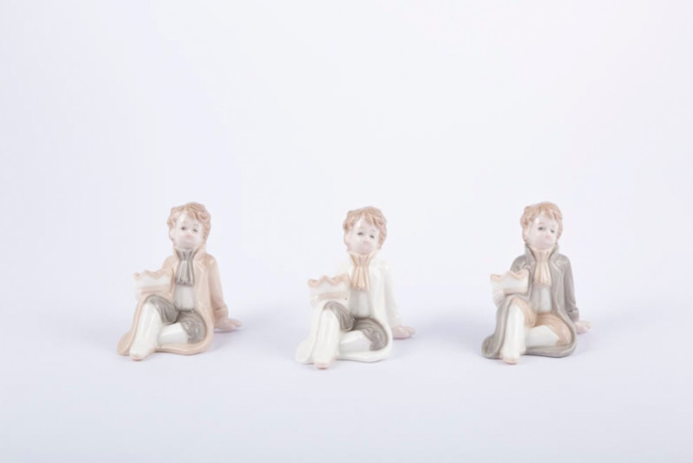 Bomboniera in porcellana principe seduto Pz. 6