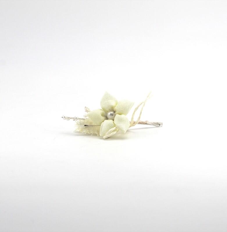 Applicazione fiore con perla centrale Pz. 12