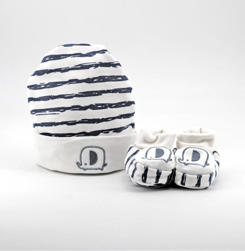Completo in cotone cappellino con scarpine bianco e blu a righe Pz. 1