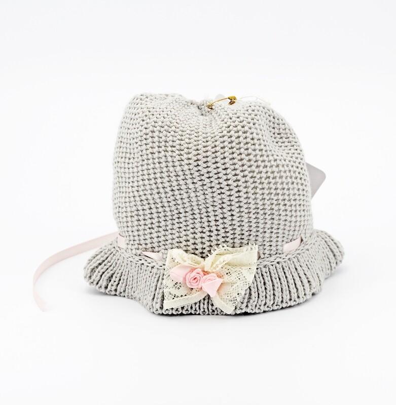 Cappellino in lana merinos grigio con fiocchetto bianco Pz.1