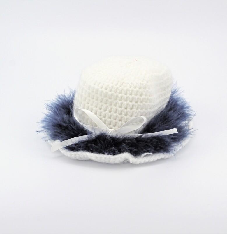 Cappellino bianco con piume marabou blu Pz.1