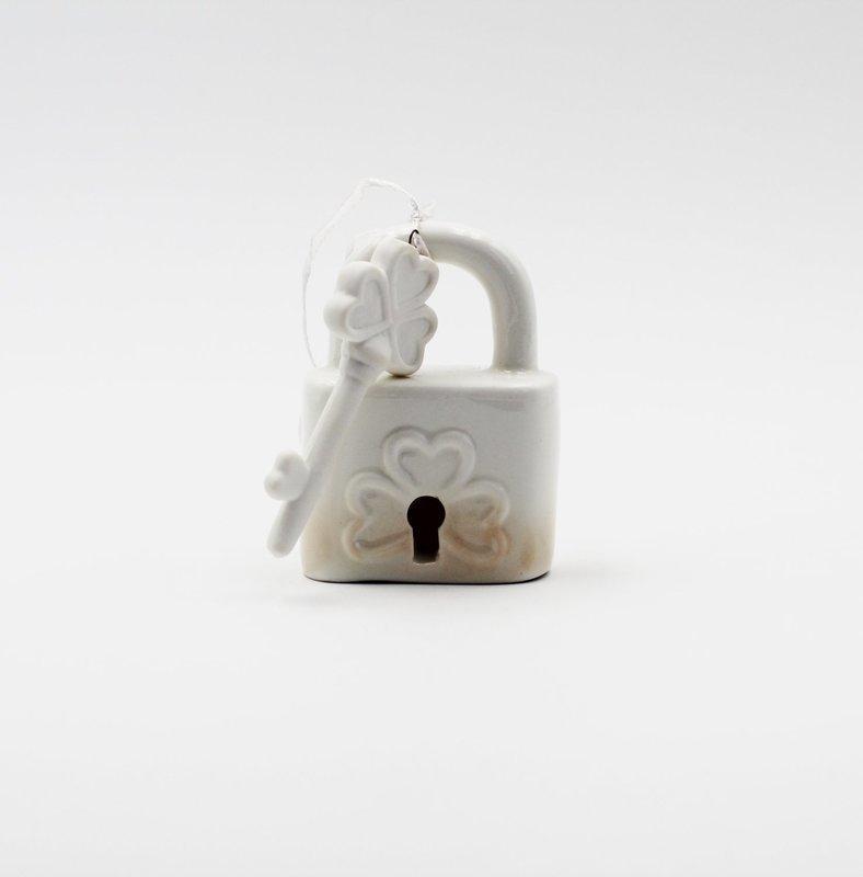 Bomboniera in porcellana Ilary Queen lucchetto con chiave Pz.1