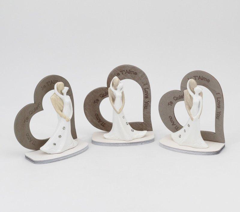 Bomboniera in resina coppia sposi i love you con sagoma cuore h 9 cm. Pz.3
