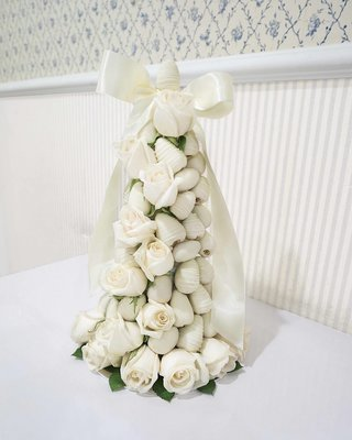 Strawberry And Roses Tower