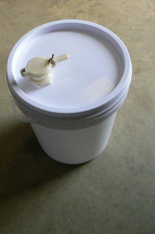 Plastic Bucket - with honey gate - 20L