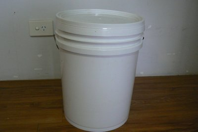 Plastic Bucket with Lid 20l