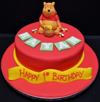 Winnie The Pooh on round cake