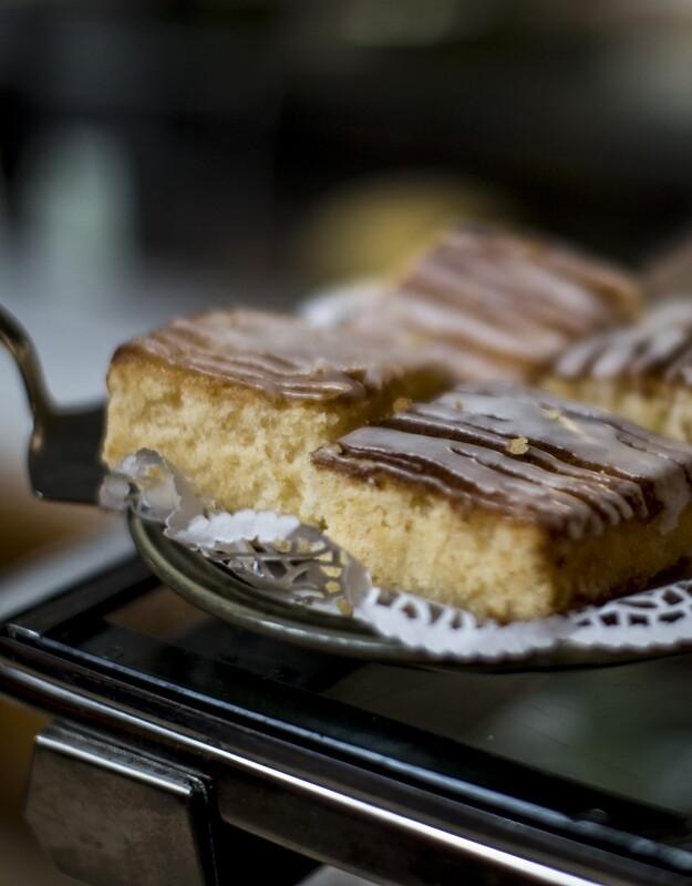 Lemon drizzle cakes x 4 £9.95