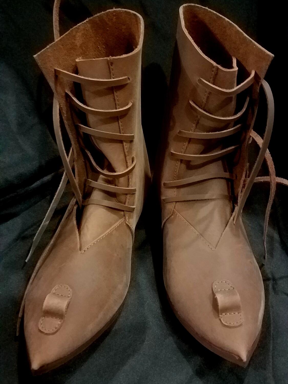 (NMC) Boots