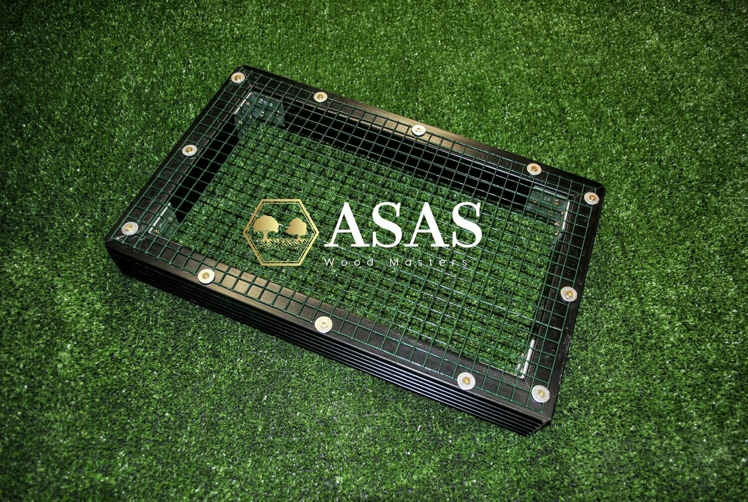 Wire mesh for litter box