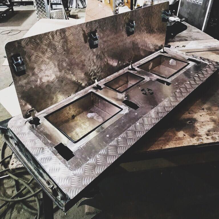 Ящик в борт VW AMAROK (BOX IN THE BACK) Silver