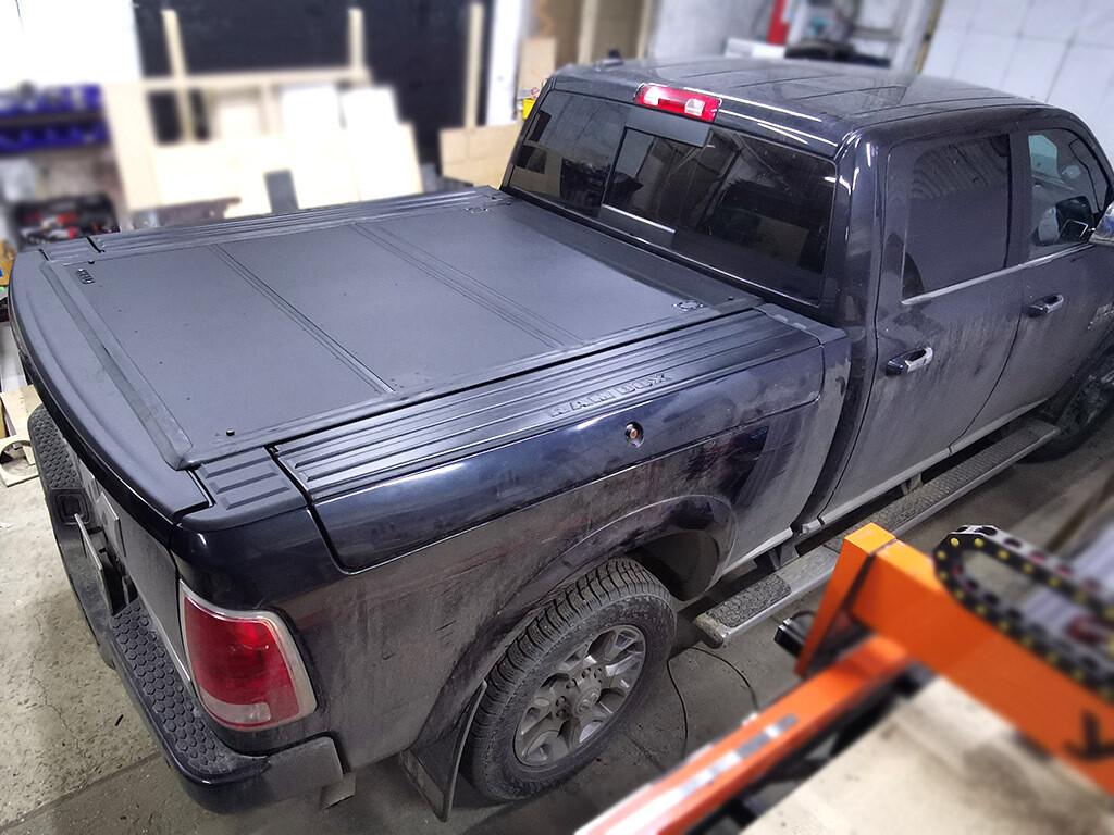 Крышка 4-х секционная алюминиевая для RAM 2500, 4 gen. (2011-2019), 6'4 Bed, Rambox, без такелажной рейки