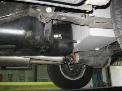 Дополнительный топливный бак Long Ranger для Nissan Navara 70л
