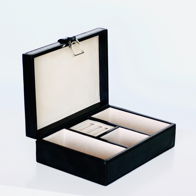 Svart smyckesskrin/Black jewelry box