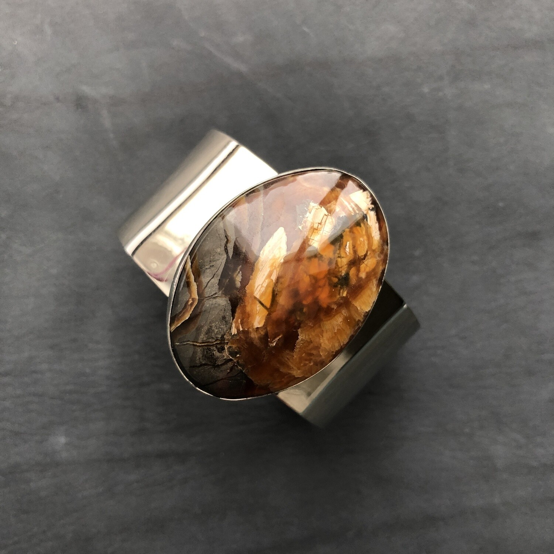 Bracelet with stone Simbircite