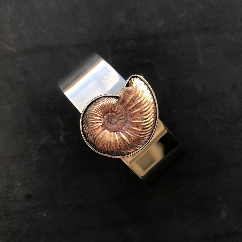 Bracelet with ammonite