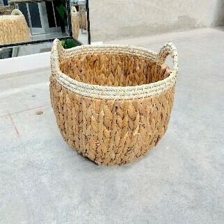 NATURAL BASKET WITH ROPE - SMALL