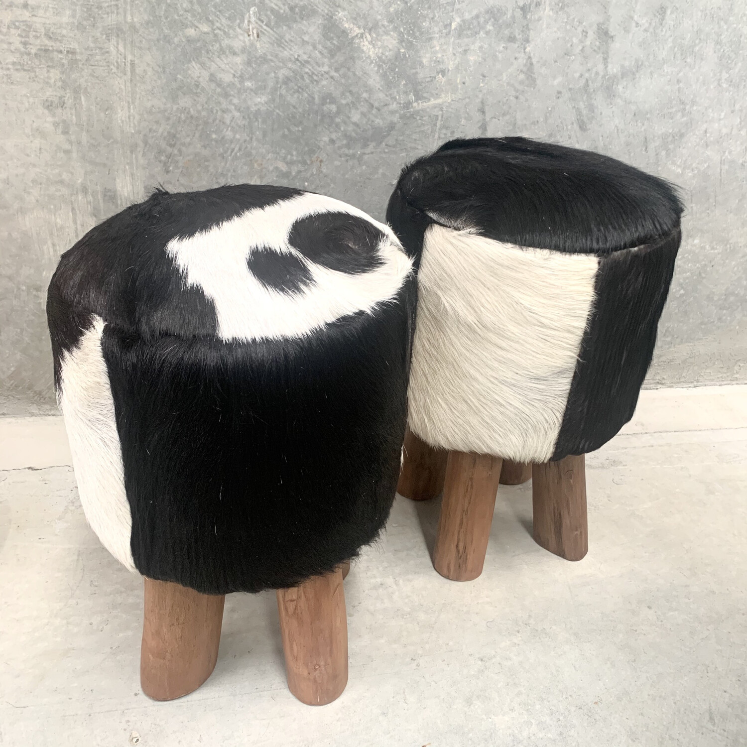 FURNITURE - RODEO STOOL BLACK & WHITE