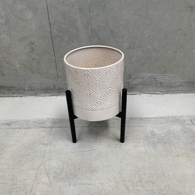 WHITE METAL PLANTER WITH STAND - SMALL