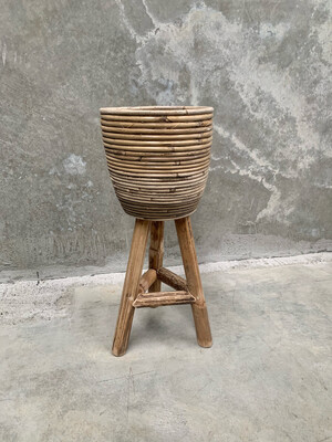 WICKER POT WITH STAND
