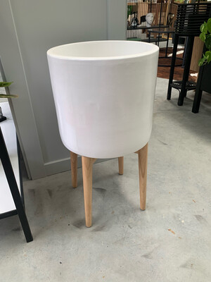 WHITE PLANTER POT ON STAND
