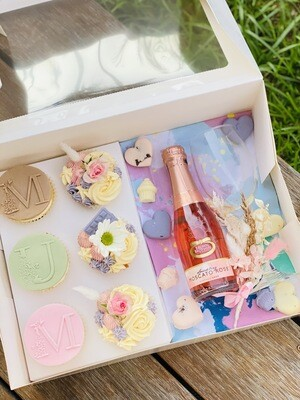 Mother's Day Deluxe Cupcake and Wine Gift Box  (Pre Order)