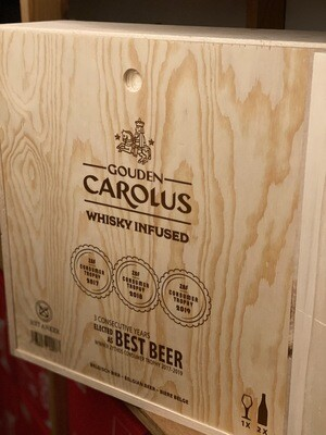 Giftbox Gouden Carolus Whiskey Infused 2x75 cl + glas in houten kist