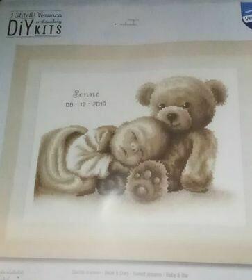 geboorte baby met beertje