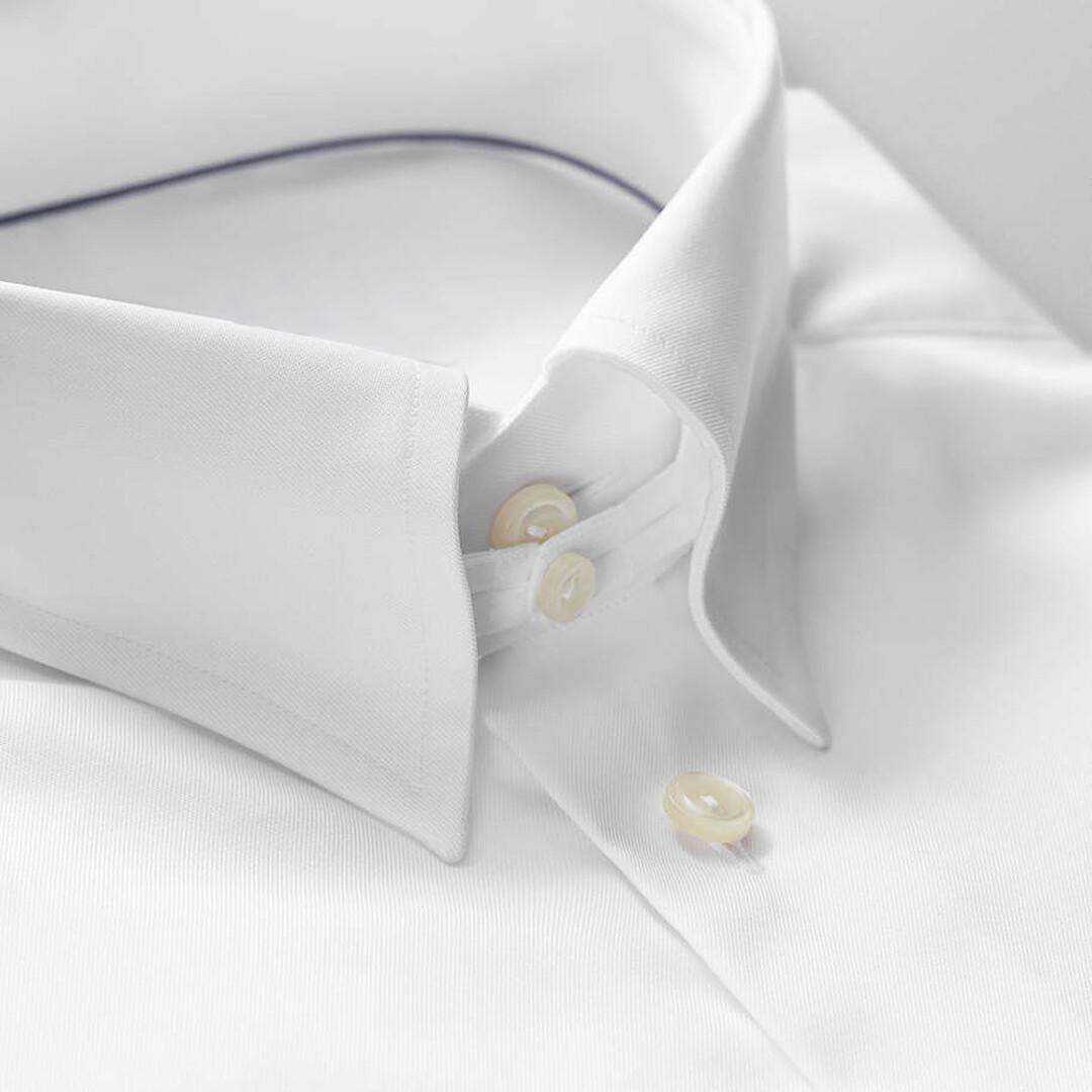 Мужская формальная сорочка с застежкой под воротником