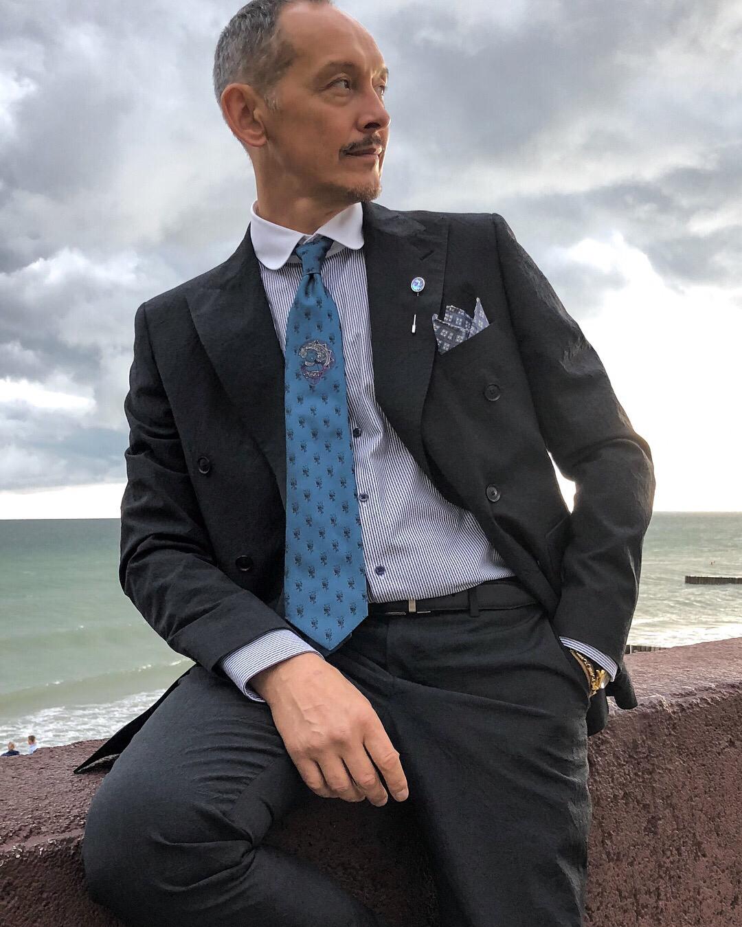 """Голубой шелковый галстук """"Art Deco"""" с вытканным изображением"""