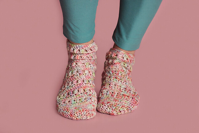 Spring Flowers Socks Crochet Pattern