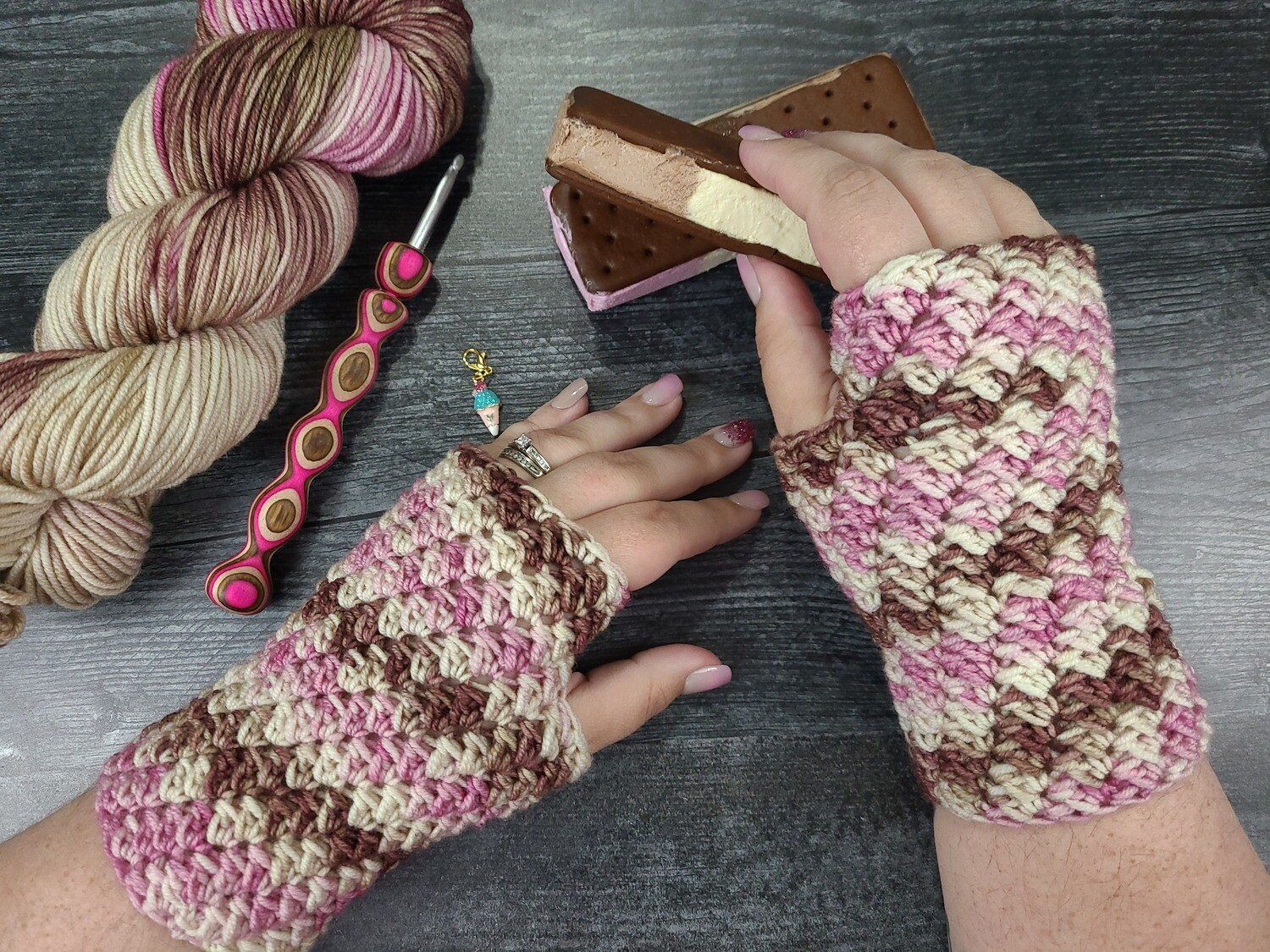 Neapolitan Fingerless Gloves Crochet Kit