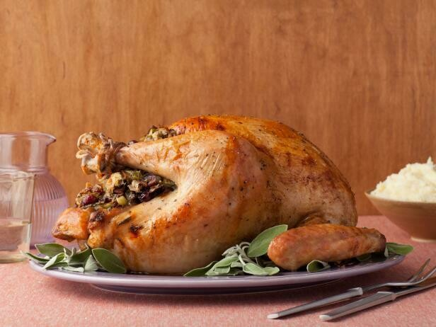 Stuffed turkey with Sage, Fruit & Onion Stuffing. (+/- 4/4.5kg) raw